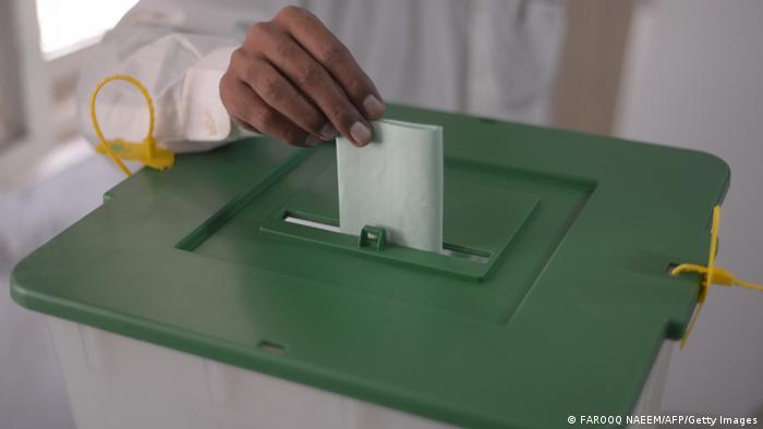 Wahlen in Pakistan 2013 Symbolbild Hochrechnung