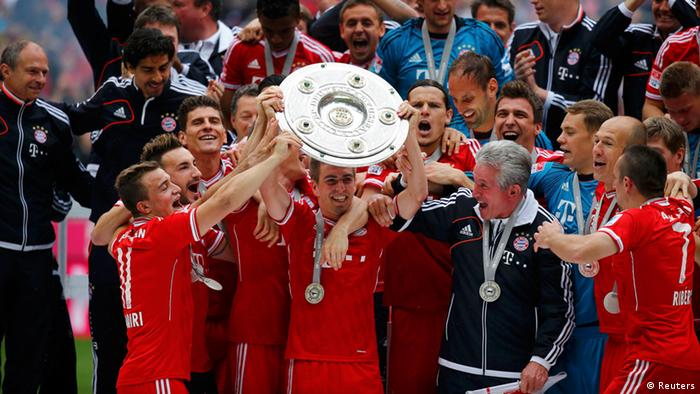 Bayern Munich's Philipp Lahm lifts up the trophy as his team celebrates after their German first division Bundesliga soccer match against Augsburg in Munich, May 11, 2013. Bayern held their 23rd German league title on Saturday after a comfortable 3-0 over Augsburg as they prepare for the all-German Champions League final against Borussia Dortmund in two weeks REUTERS/Kai Pfaffenbach (GERMANY - Tags: SPORT SOCCER) DFL RULES TO LIMIT THE ONLINE USAGE DURING MATCH TIME TO 15 PICTURES PER GAME. IMAGE SEQUENCES TO SIMULATE VIDEO IS NOT ALLOWED AT ANY TIME. FOR FURTHER QUERIES PLEASE CONTACT DFL DIRECTLY AT + 49 69 650050.