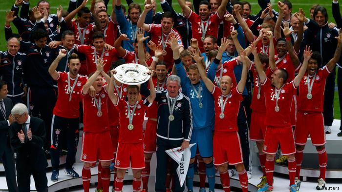 Bayern Munich's Philipp Lahm lifts up the trophy as his team celebrates after their German first division Bundesliga soccer match against Augsburg in Munich, May 11, 2013. Bayern held their 23rd German league title on Saturday after a comfortable 3-0 over Augsburg as they prepare for the all-German Champions League final against Borussia Dortmund in two weeks REUTERS/Michael Dalder (GERMANY - Tags: SPORT SOCCER) DFL RULES TO LIMIT THE ONLINE USAGE DURING MATCH TIME TO 15 PICTURES PER GAME. IMAGE SEQUENCES TO SIMULATE VIDEO IS NOT ALLOWED AT ANY TIME. FOR FURTHER QUERIES PLEASE CONTACT DFL DIRECTLY AT + 49 69 650050.