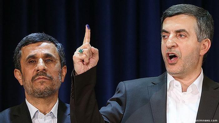 اسفندیار رحیممشایی در کنار محمود احمدینژاد