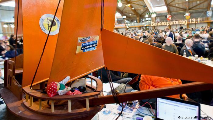 Pirate Party ship Foto: Daniel Karmann/dpa