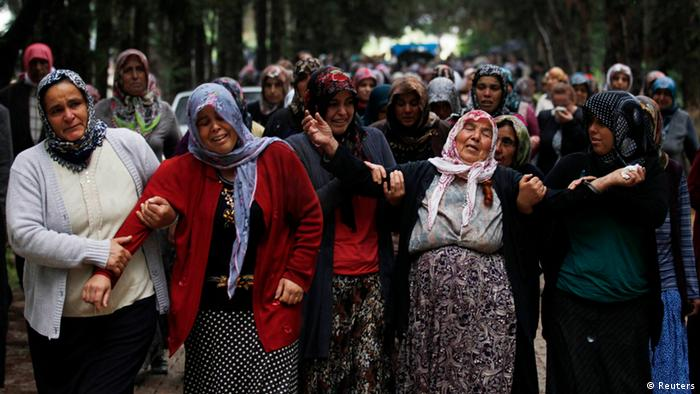 Relatives of Ahmet Uyan, 45, and Ahmet Ceyhan, 23, who were killed in yesterday's car bombings, mourn in the town of Reyhanli of Hatay province near the Turkish-Syrian border May 12, 2013. Turkey said on Sunday it believed fighters loyal to Syrian President Bashar al-Assad were behind twin car bombings that killed 46 people in a Turkish border town. Foreign Minister Ahmet Davutoglu said those involved in the bombings in Reyhanli on Saturday were thought also to have carried out an attack on the Syrian coastal town of Banias a week ago, in which fighters backing Assad were reported to have killed at least 62 people. Syria denied Turkish accusations on Sunday that it had a hand in twin car bombings. REUTERS/Umit Bektas (TURKEY - Tags: POLITICS CIVIL UNREST OBITUARY)