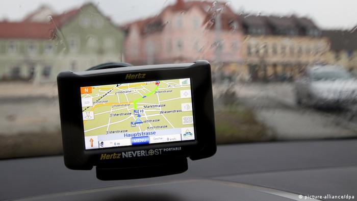Das Navigationsgerät meldet: Sie haben Ihr Ziel erreicht. Ankunft bei Regen in der Brandenburgischen Kleinstadt Elsterwerda am 25.03.2009. Foto: Maximilian Schönherr +++(c) dpa - Report+++