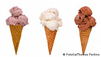 Класика завжди в моді: шоколадне, ванільне, полуничне (справа наліво)