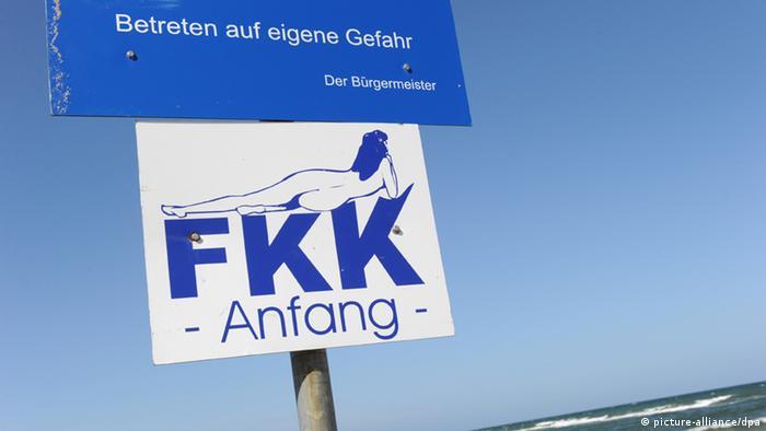 FKK Freikörperkultur hat im Osten Deutschlands eine lange Tradition (picture-alliance/dpa)