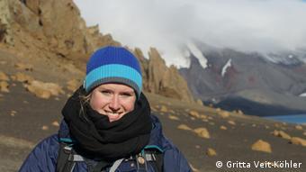 Alexandra Segelken-Voigt en una parada en la Isla Decepción, en la región subantártica. La estudiante participó en la expedición de jóvenes científicos.