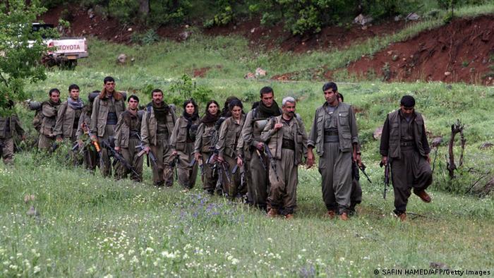 Bewaffnete kurdischen Rebellen der Arbeiterparte Kurdistans PKK kommen im Nordirak an
