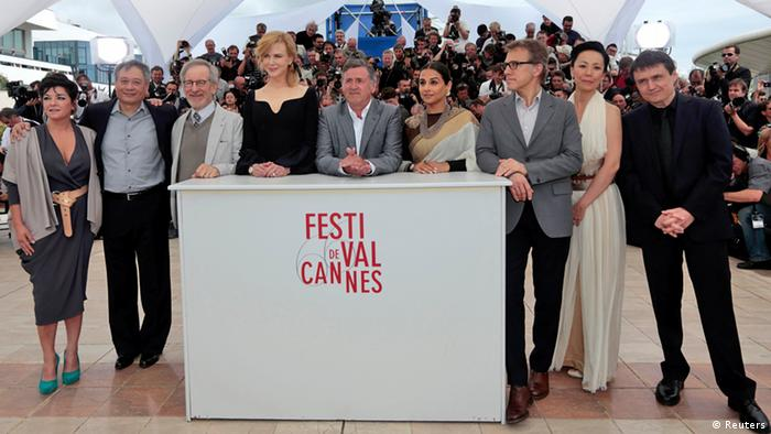 Jury members of the 66th Cannes Film Festival (L-R) directors Lynne Ramsay and Ang Lee, Jury President Steven Spielberg, actress Nicole Kidman, actor and director Daniel Auteuil, actress Vidya Balan, actor Christoph Waltz, directors Naomi Kawase and Cristian Mungiu during a photocall before the opening of the 66th Cannes Film Festival in Cannes May 15, 2013. The 66th Cannes Film Festival runs from May 15 to May 26. REUTERS/Eric Gaillard (FRANCE - Tags: ENTERTAINMENT)