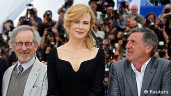 Nicole Kidman, umrahmt von Steven Spielberg und Daniel Auteuil in Cannes 2013 (Reuters)