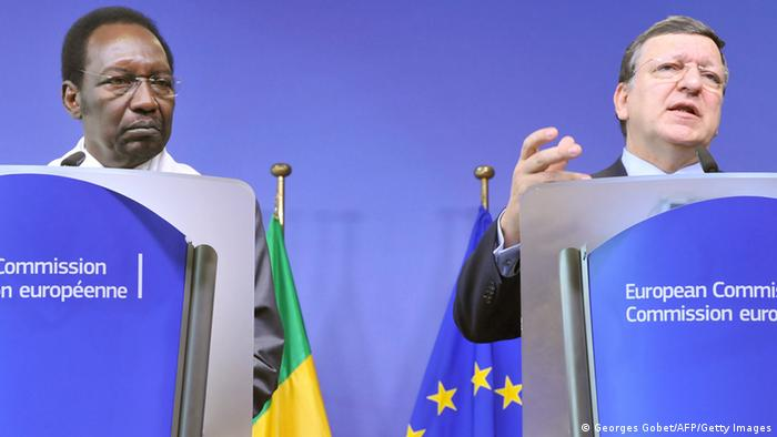 European Commission President Jose Manuel Barroso and Mali President Dioncounda Traore (Photo: GEORGES GOBET/AFP/Getty Images)