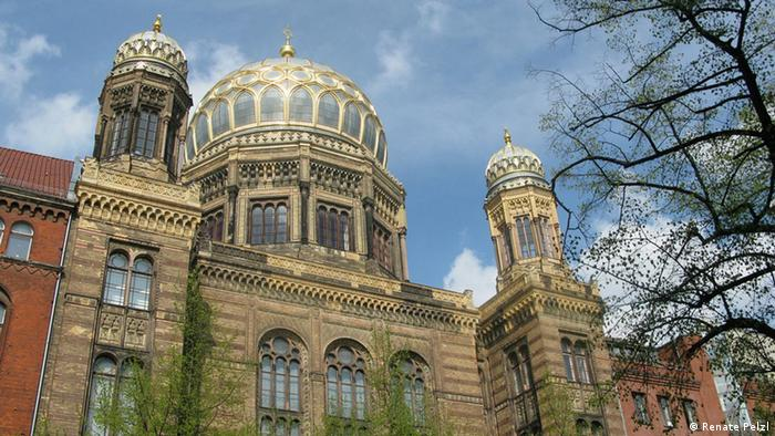 Berlin's New Synagogue on Oranienburger Strasse (Renate Pelzl)