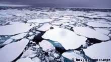 Symbolbild Arktischer Rat Arktis Eisschollen Nordpol Klimawandel (imago/chromorange)