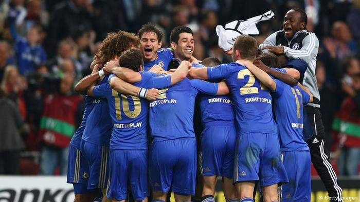 AMSTERDAM, NETHERLANDS - MAY 15: Captain Frank Lampard of Chelsea ceelbrates with team mates after winning 2:1 in the UEFA Europa League Final between SL Benfica and Chelsea FC at Amsterdam Arena on May 15, 2013 in Amsterdam, Netherlands. (Photo by Michael Steele/Getty Images)
