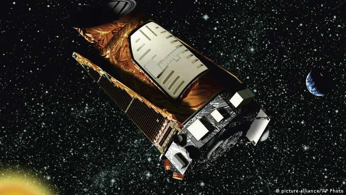 FILE - This file artist's rendering provided by NASA shows the Kepler space telescope. The Kepler spacecraft lost the second of four wheels that control the telescope's orientation in space, NASA said Wednesday, May 15, 2013. If engineers can't find a fix, the failure means Kepler won't be able to look for exoplanets — planets outside our solar system anymore. (AP Photo/NASA, File) // eingestellt von se