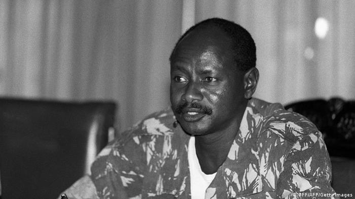 Ugandas Präsident Yoweri Museveni bei seiner ersten Kabinettssitzung 1986 OFF/AFP/Getty Images