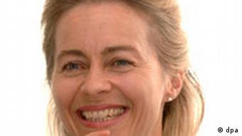 Kompetenzteam: Niedersachsens Sozialministerin Ursula von der Leyen (CDU) am Donnerstag (11.08.2005) während eines dpa-Gespräches in Hannover.