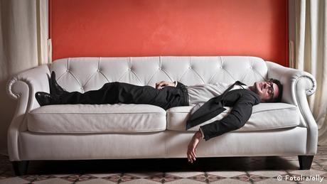 Geschäftsmann auf Sofa
