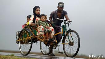 A family travels on a trishaw to a safe place from Cyclone Mahasen at a Rohingya internally displaced persons (IDP) camp outside of Sittwe, May 16, 2013. (Photo: Reuters)