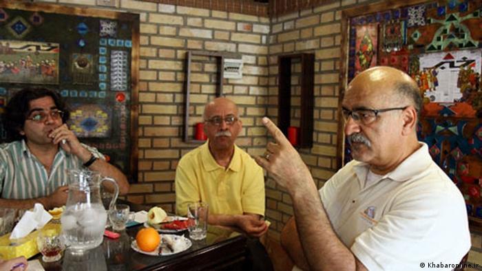 محمود حسینیزاد (راست) در کنار علی اصغر حداد (وسط) و علی عبدالهی از مترجمان و مدرسان زبان آلمانی در ایران