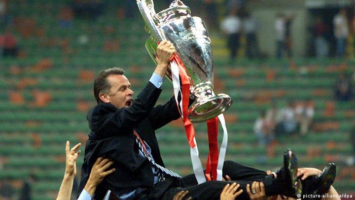 اوتمار هیتسفلد در مجموع هفت عنوان قهرمانی بوندس لیگا را بدست آورده که پنج عنوان آن با تیم بایرن مونیخ بوده است. او همچنین ۱۹۹۷با تیم دورتموند و در سال ۲۰۰۱ با تیم بایرن مونیخ برنده جام چمپینز لیگ شده است.
