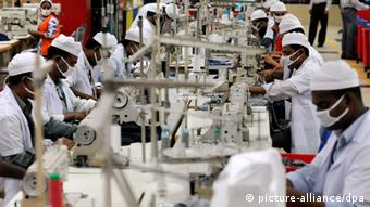 Workers in a textile factory, Viyellatex in Tongi outside of Dhaka, produce t-shirts. (Photo: Tim Brakemeier dpa pixel)
