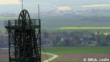 Bildinfo: Blick über die Atommülllager Asse in Niedersachsen mit dem kleinen Dorf Remlingen im Hintergrund. Atommülllager Asse in Niedersachsen DW/ Andre Leslie, 14.05.2013