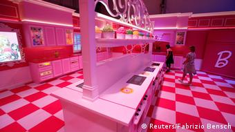 Girls watch the kitchen inside a life-size Barbie Dreamhouse of Mattel's Barbie dolls during a media tour in Berlin, (Photo:REUTERS/Fabrizio Bensch)