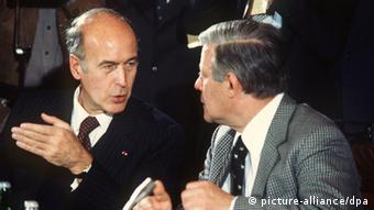 Ζισκάρ και Σμίντ, ένα στιγμιότυπο από την κοινή συνέντευξη τύπου το 1978 στη Βρέμη. Θέμα της συνάντησης ήταν και η είσοδος την Ελλάδας στην ΕΟΚ