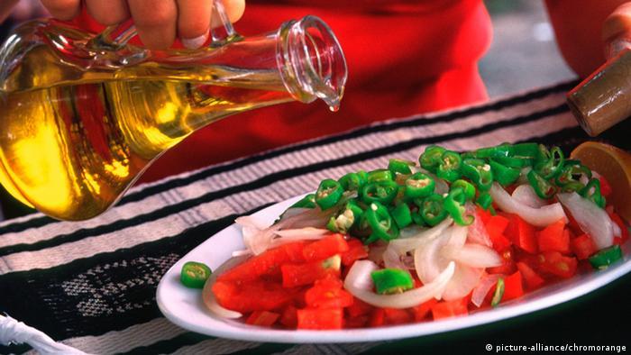 Olivenöl Restaurant (picture-alliance/chromorange)