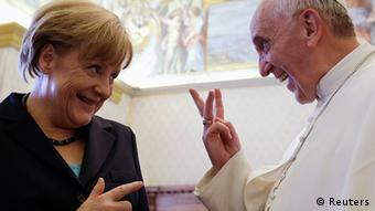 Pope Francis (R) gestures as he talks to German Chancellor Angela Merkel during a private audience at the Vatican, May 18, 2013. REUTERS/Gregorio Borgia/Pool (VATICAN - Tags: RELIGION POLITICS TPX IMAGES OF THE DAY)
