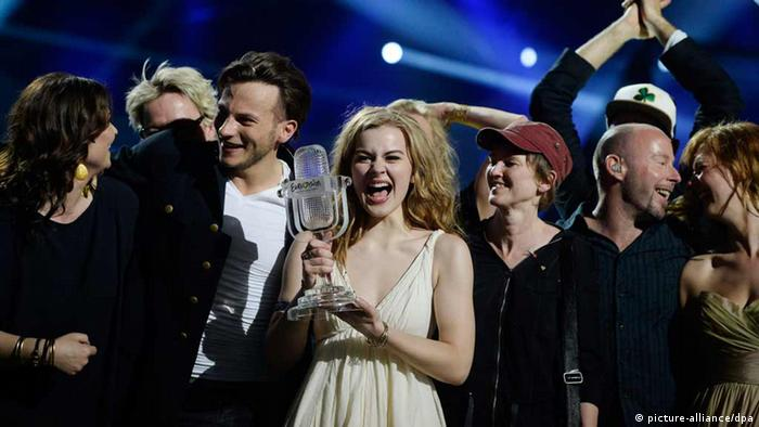 Emmelie de Forest (C) of Denmark celebrates holding her trophy after she won the 2013 Eurovision Song Contest with her song Only Teardrops at the Malmo Opera Hall in Malmo May 18, 2013. REUTERS/Jessica Gow/Scanpix Sweden (SWEDEN - Tags: ENTERTAINMENT) SWEDEN OUT. NO COMMERCIAL OR EDITORIAL SALES IN SWEDEN. ATTENTION EDITORS - THIS IMAGE WAS PROVIDED BY A THIRD PARTY. FOR EDITORIAL USE ONLY. NOT FOR SALE FOR MARKETING OR ADVERTISING CAMPAIGNS. THIS PICTURE IS DISTRIBUTED EXACTLY AS RECEIVED BY REUTERS, AS A SERVICE TO CLIENTS. NO COMMERCIAL SALES