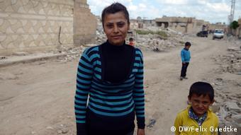 Nasrin Hamid Mother with children. by Felix Gaedtke .jpg (c) DW/Felix Gaedtke 05/2013