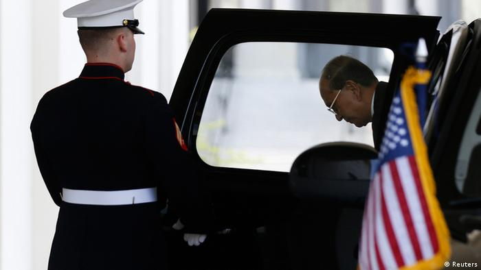 Myanmar's President Thein Sein arrives at the West Wing of the White House for a meeting with U.S. President Barack Obama in Washington, May 20, 2013. REUTERS/Jason Reed (UNITED STATES - Tags: POLITICS)