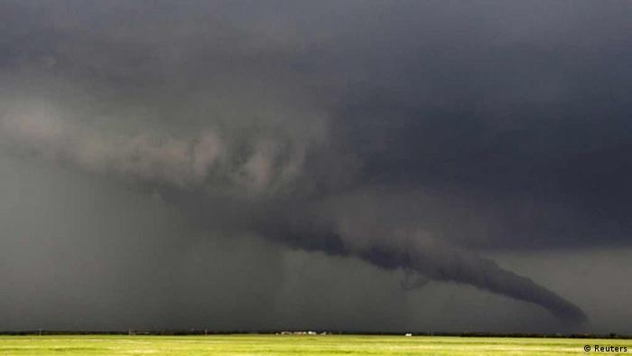 The funnel of a tornadic thunderstorm almost touches the ground near South Haven, in Kansas May 19, 2013. A massive storm front swept north through the central United States on Sunday, hammering the region with fist-sized hail, blinding rain and tornadoes, including a half-mile wide twister that struck near Oklahoma City. News reports said at least one person had died. REUTERS/Gene Blevins (UNITED STATES - Tags: DISASTER ENVIRONMENT TPX IMAGES OF THE DAY)
