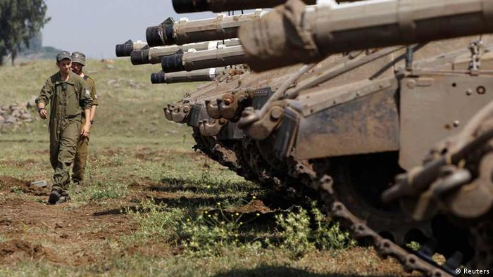 Israeli soldiers walk near tanks close to the ceasefire line between Israel and Syria on the Israeli occupied Golan Heights May 6, 2013. REUTERS/Baz Ratner (ISRAEL - Tags: POLITICS MILITARY)