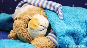 Οι ώρες που ξυπνά και κοιμάται ένα παιδί πρέπει να τηρούνται, όπως και οι ώρες φαγητού ή διαβάσματος