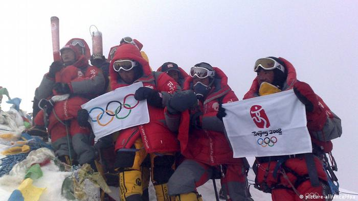 Olympia olympisches Feuer auf dem Mount Everest 2008 (picture-alliance/dpa)