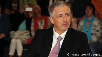 Ο Ντιρκ Μίλερ είναι γνωστός στο γερμανικό τηλεοπτικό κοινό καθώς συμμετέχει συχνά σε συζητήσεις για την οικονομία