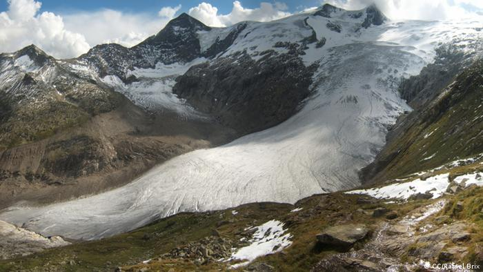 Foto: A glacier (Foto:CC BY SA 3.0:Rafael Brix | Quelle: http://commons.wikimedia.org/wiki/File:Alte_prager_huette_pano.jpg?uselang=de | Lizenz: http://creativecommons.org/licenses/by-sa/3.0/deed.de)