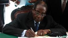 Robert Mugabe Unterzeichnung neuer Verfassung in Simbabwe