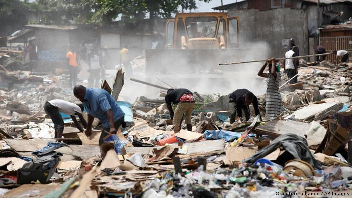 People searching through rubble in Lagos (photo: AP Photo/Sunday Alamba)