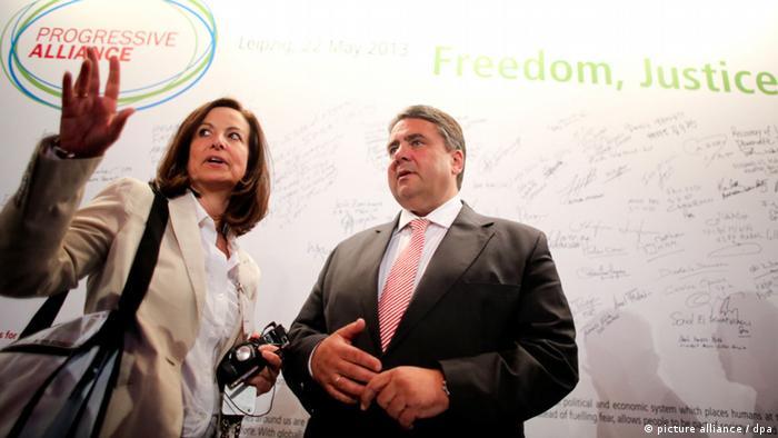 Der SPD-Vorsitzende Sigmar Gabriel und Anna Diamantopoulou, Politikerin der griechischen PASOK-Partei, bei dem Treffen in Leipzig (Foto: dpa)