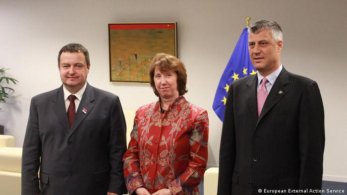 Auf dem Bild: Ms. Catherine ASHTON, High Representative of the EU for Foreign Affairs and Security Policy; Mr Hashim THACI, Prime Minister of Kosovo. and Mr Ivica DACIC, Prime Minister of Serbia. Rechte: European External Action Service