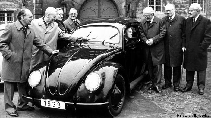 Култовият модел на Фолксваген, наричан в България костенурка, е най-известният автомобил в света. Произведен е в над 21-милионен тираж, като от 1938 до 2003 година формата му остава почти непроменена.