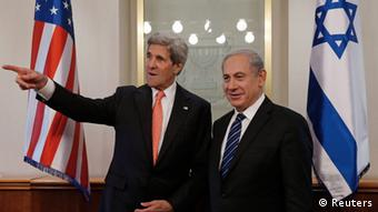 U.S. Secretary of State John Kerry (L) meets with Israeli Prime Minster Benjamin Netanyahu in Jerusalem May 23, 2013. REUTERS/Jim Young (ISRAEL - Tags: POLITICS)