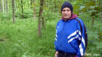Andreas, Sprecher der Umweltaktivisten, die ein Blockade-Camp am Hambacher Forst errichtet haben (Foto: DW/ Karin Jäger,)