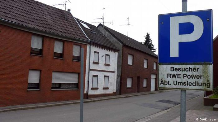 A shuttered house in a German village forced to relocate elsewhere Photo: DW/ Karin Jäger