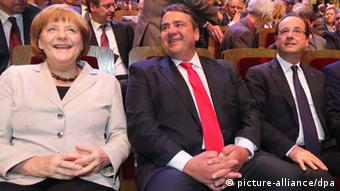 Kansela Angela Merkel, mwenyekiti wa SPD Sigmar Gabriel, na rais Francoise Hollande katika sherehe ya miaka 150 ya SPD mjini Leipzig.