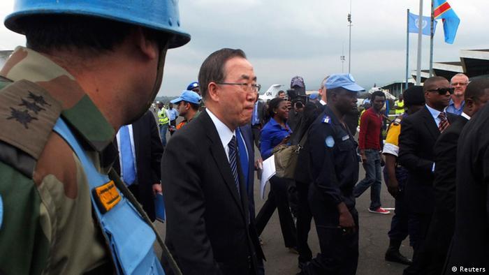 Katibu mkuu Ban Ki Moon akiwaGoma 23.05.2013 akisindikizwa na Monusco