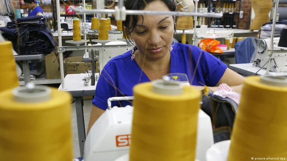 Participação laboral feminina aumenta no Brasil | DW | 27.04.2015